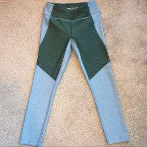 OV 3/4 Two-Tone Leggings